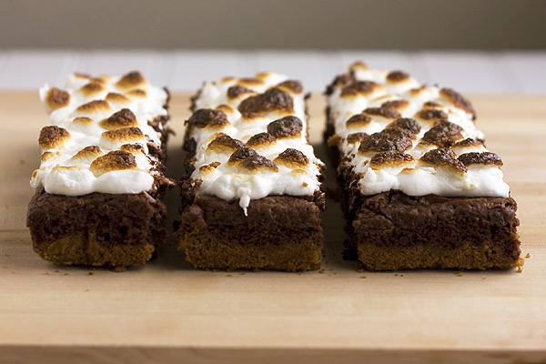 S'mores Brownie Bars - Handle the Heat