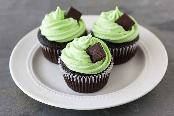Mint Chocolate Cupcakes - Handle the Heat