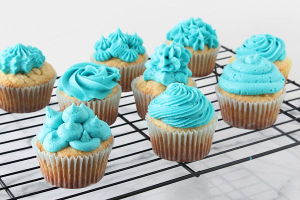 Cupcake Decorating Tips with Video - Handle the Heat