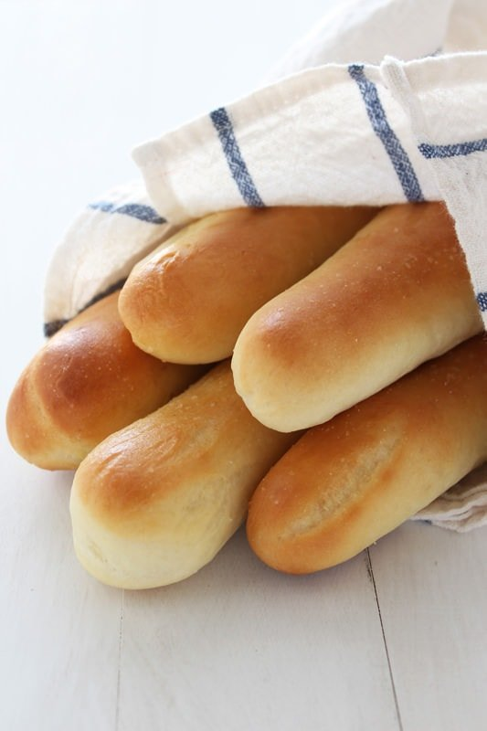 Homemade Olive Garden Breadstick copycat recipe with step-by-step photos.