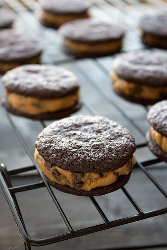 Homemade Peanut Butter Cookie Dough Oreos