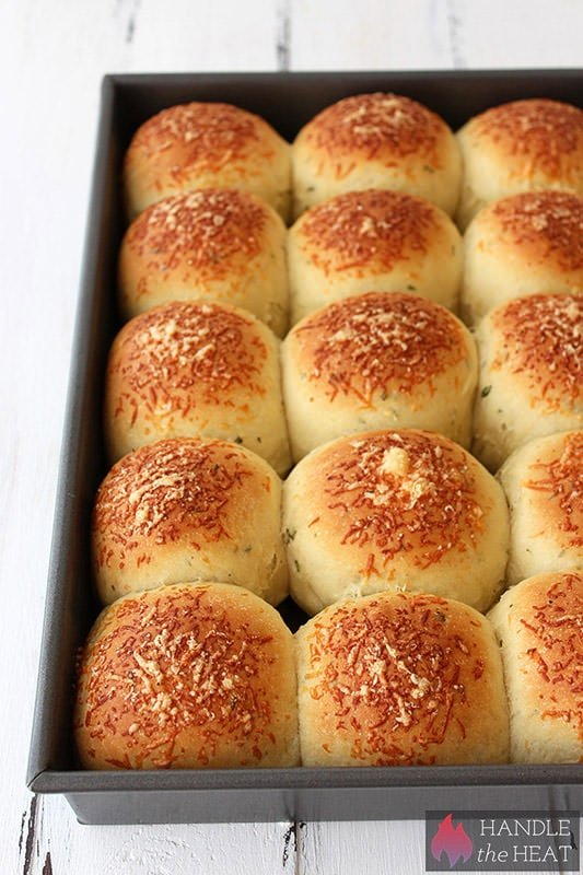 Garlic Herb and Cheese Bread Rolls - SO tasty and pretty easy!