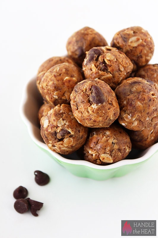 Healthy No-Bake Peanut Butter Chocolate Energy Bites