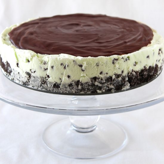 Frozen Mint Chocolate Chip Pie - perfect for summer!