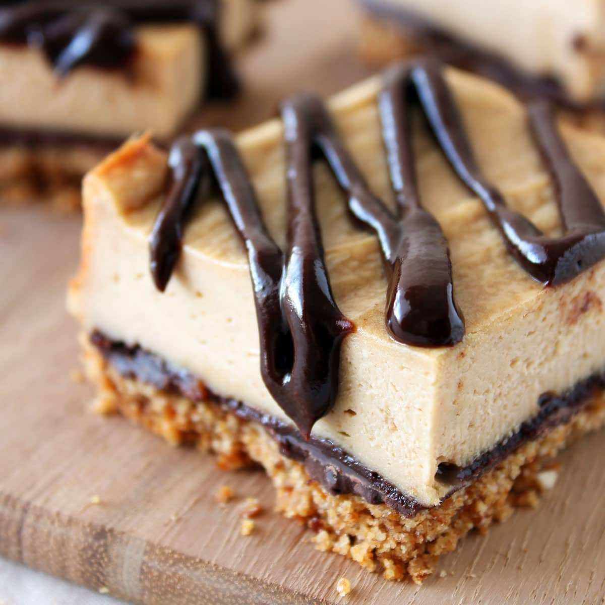 Chocolate-Peanut-Butter-Pretzel-Cheesecake-Bars-Square