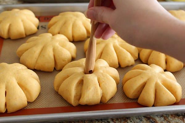 Pumpkin Bread Rolls with Cinnamon Butter