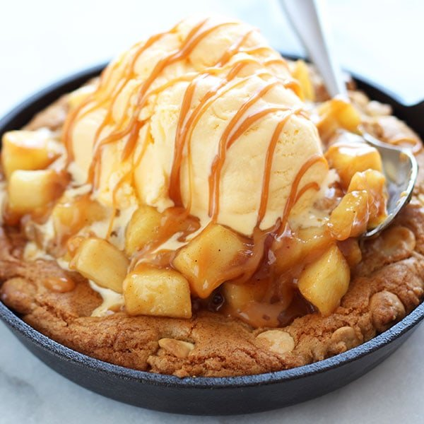 Salted-Caramel-Apple-Pie-Pizza-Cookie-Square