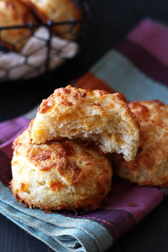 Step- by-step guide for making PERFECT cheesy biscuits. These are mouthwatering!