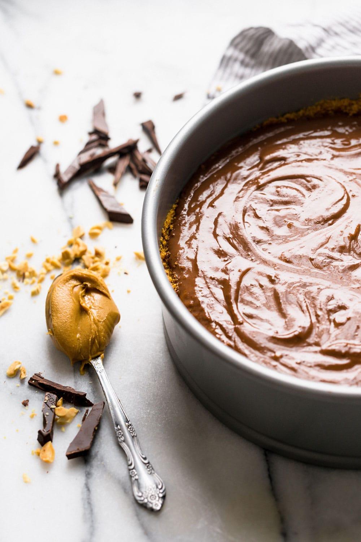 Making chocolate pudding pie
