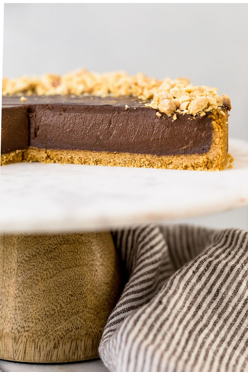 Chocolate Peanut Butter Pudding Pie tastes like a giant Reese's peanut butter cup but so much better because it's made with thick and creamy pudding! This pie won't last long!!