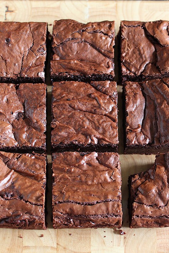 Nutella Brownies are perfectly thick, chewy, fudgy, and slightly gooey with a hint of chocolate hazelnut goodness. One of the best brownies I've ever had!
