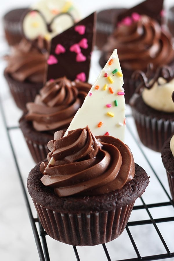 Cupcake Decorating Ideas With Candy : Easy Chocolate Cupcake Decorating - Handle the Heat