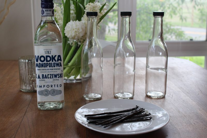 How to Make Your Own Vanilla Extract, it's EASY!