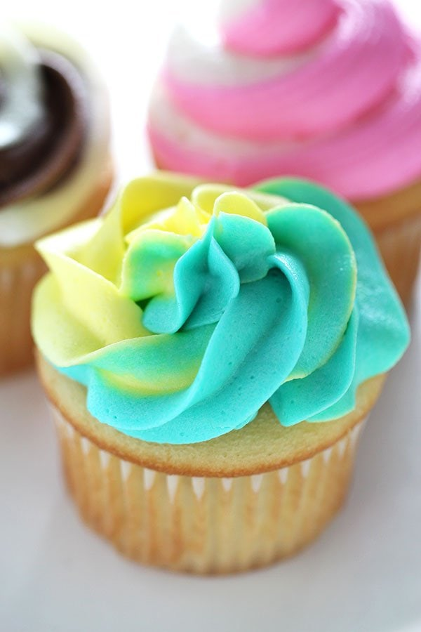 3 EASY Ways to Make Swirled Cupcake Frosting