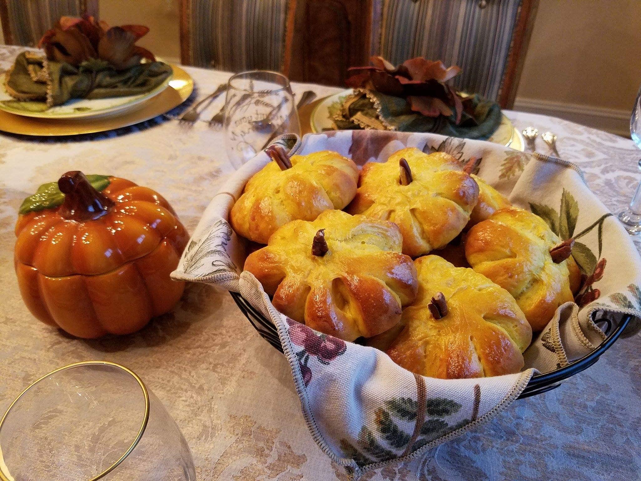 alikane-pumpkin-bread-rolls