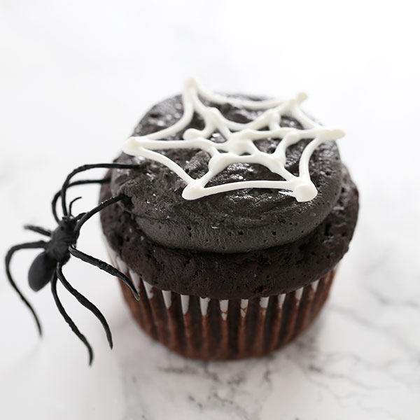 How to Make Spooky Spiderweb Cupcakes for Halloween