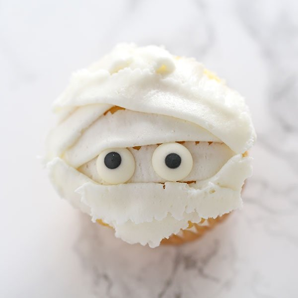 How to Make Mummy Cupcakes for Halloween
