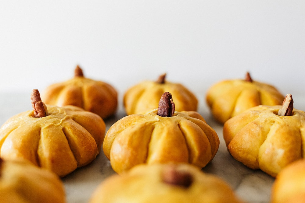 Adorable pumpkin bread rolls with cinnamon butter, perfect Thanksgiving recipe!