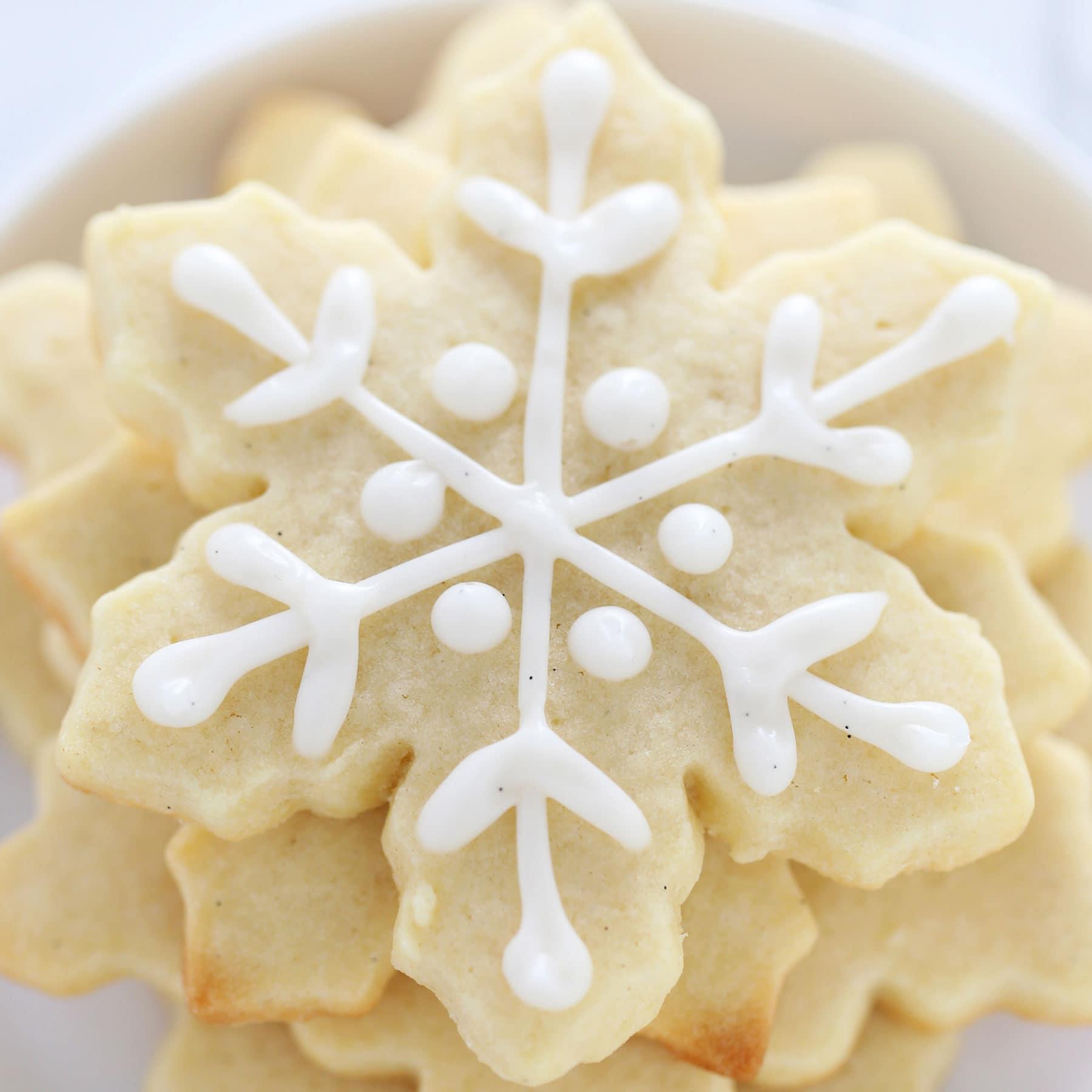 How to Make Easy Snowflake Sugar Cookies - Handle the Heat