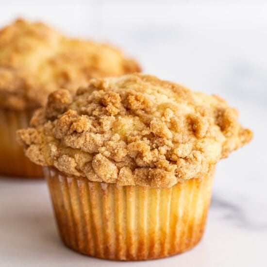 moist muffins with a cinnamon crumb topping