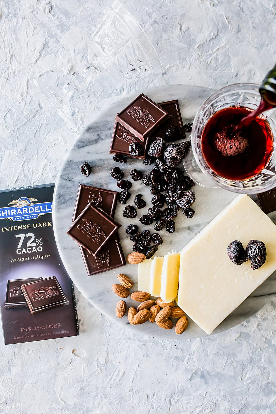 The velvety and deep 72% Cacao Twilight Delight pairs beautifully with a Cabernet Sauvignon, almonds, dried fruit, and cheese such as Spanish Manchego