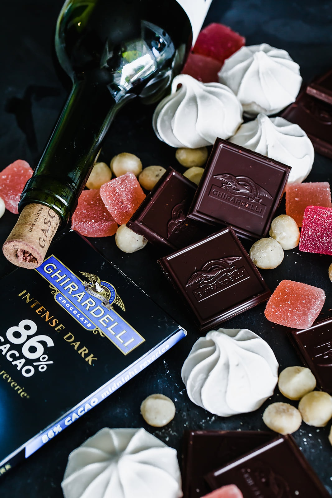 86% Cacao Midnight Reverie pairs well with sweet red wine and macadamia nuts, but also with more unexpected sweet ingredients like fruit jellies, meringue cookies, and even gourmet marshmallows!